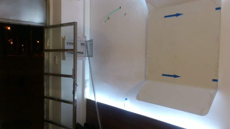 Reforma integral oficinas Teak Solutions, montaje paneles informativos