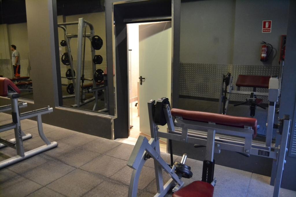 reforma integral de local para DIRZen comunicando a gym