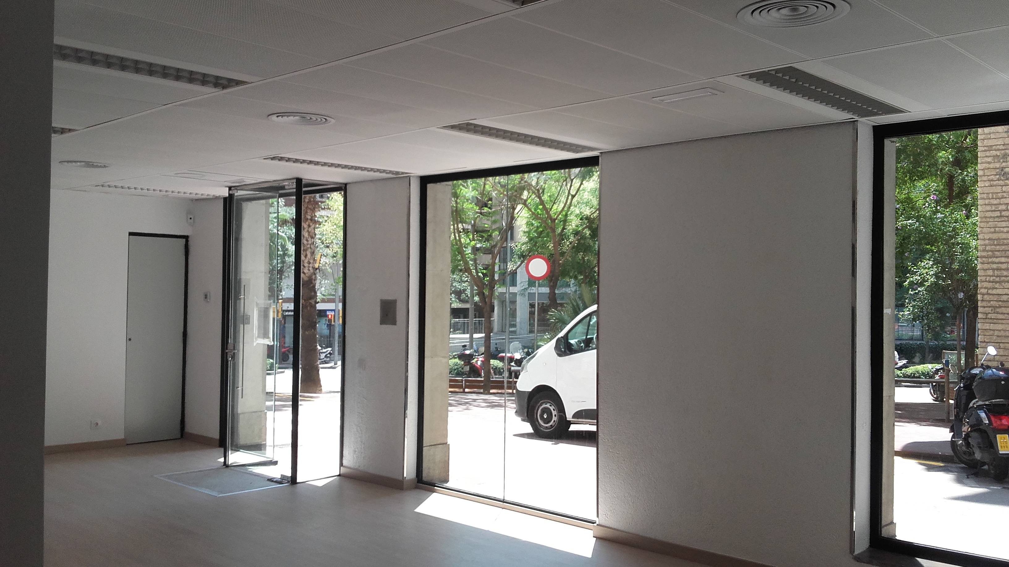 Reforma integral de local para oficina inmobiliaria obra acabados