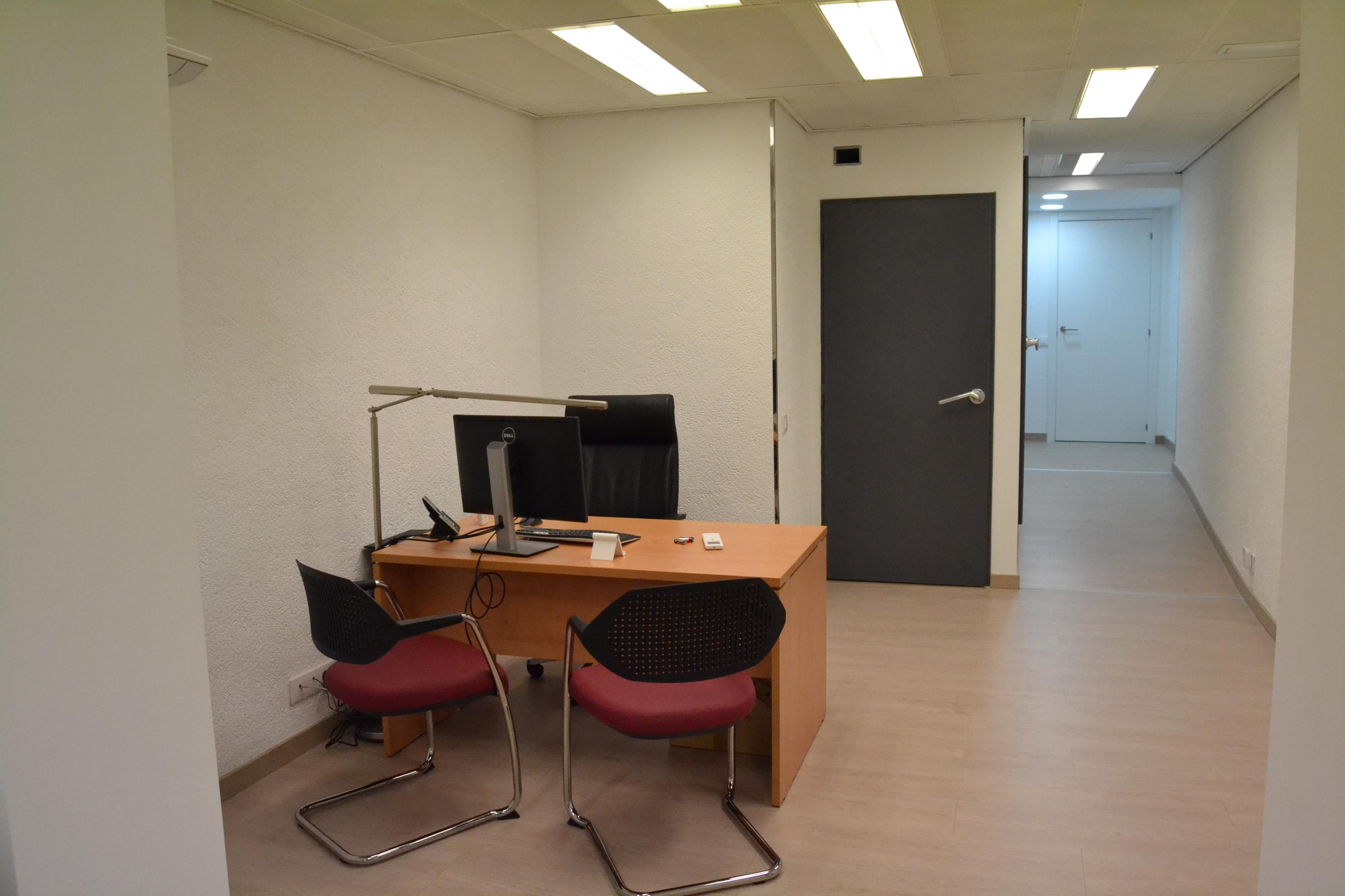 Reforma integral de local para oficina inmobiliaria pasillo