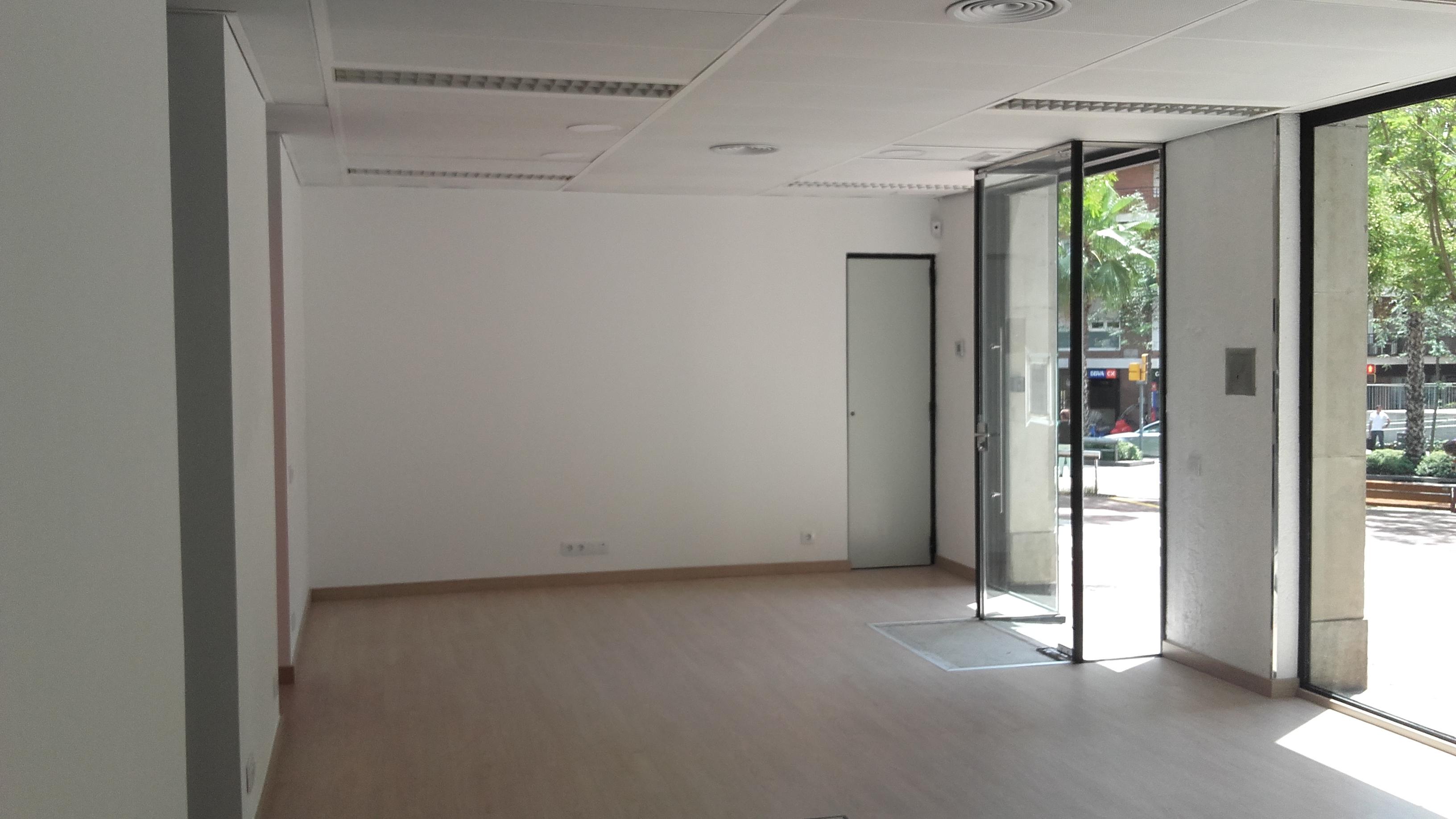 Reforma integral de local para oficina inmobiliaria acabados obra