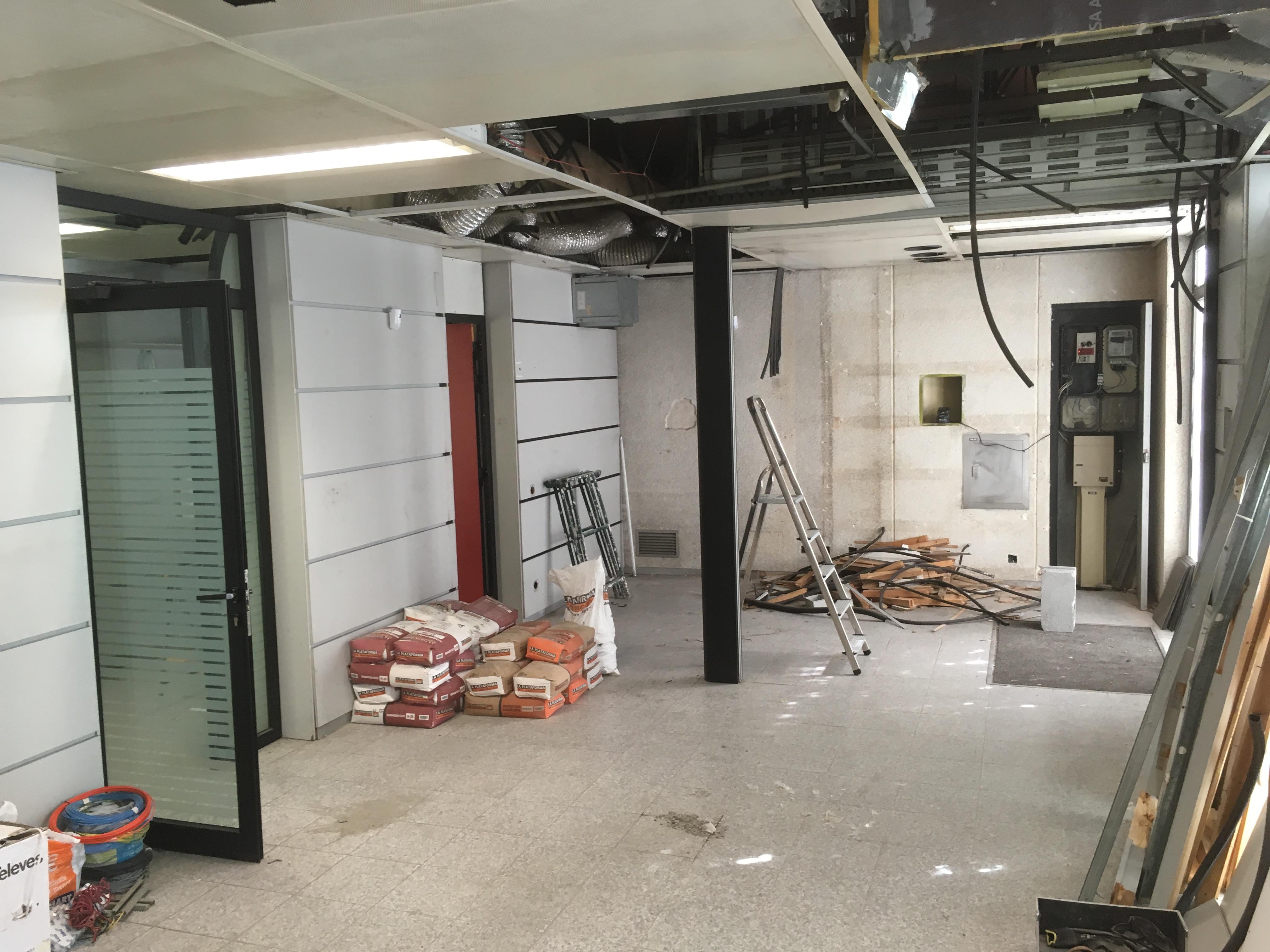 Reforma integral de local para oficina inmobiliaria salon en obras